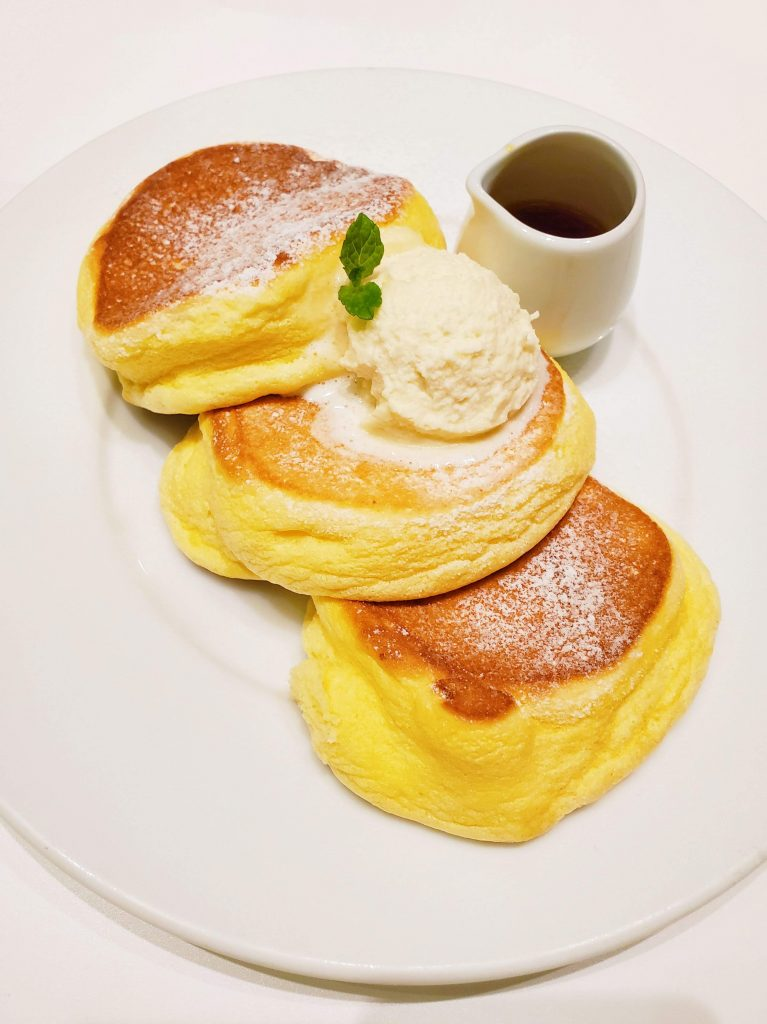 Tokyo Food Diary: A Happy Pancake Fluffy Pancakes - TheBellaInsider.com